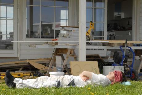 Ole Rubin tager en powernap på byggepladsen. Strands Hoved.
